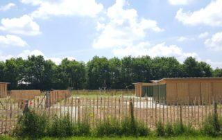 Trois abris de jardin récupérateur d'eau pour jardins familiaux ecoleaumur