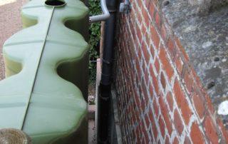 Cuve d'eau de 800 litres pour récupérer l'eau de pluie d'un cimetière