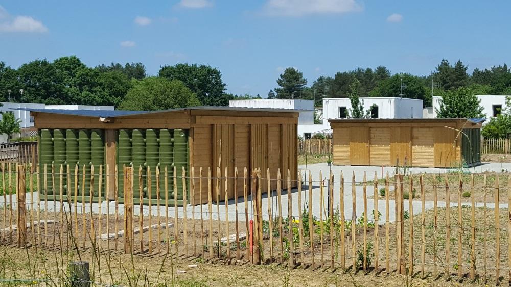 Deux abris de jardins récupérateur d'eau de pluie ecoleaumur pour jardin partagé la chapelle sur erdre