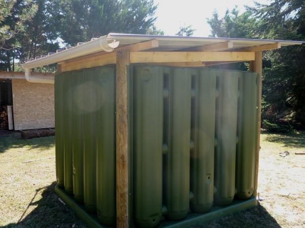 Abri de jardin récupérateur d'eau de pluie